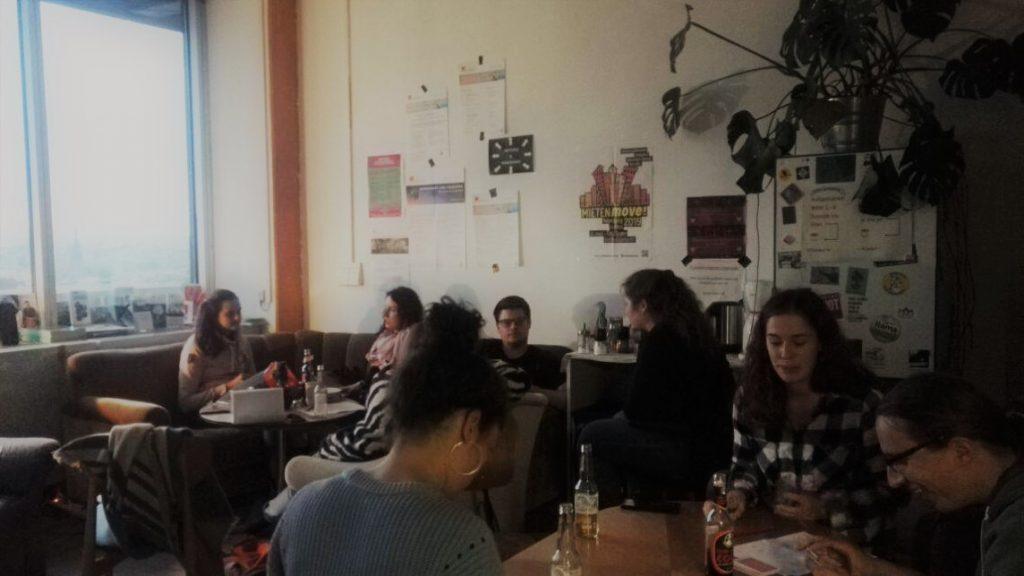 Bild des FSR Cafés mit Menschen